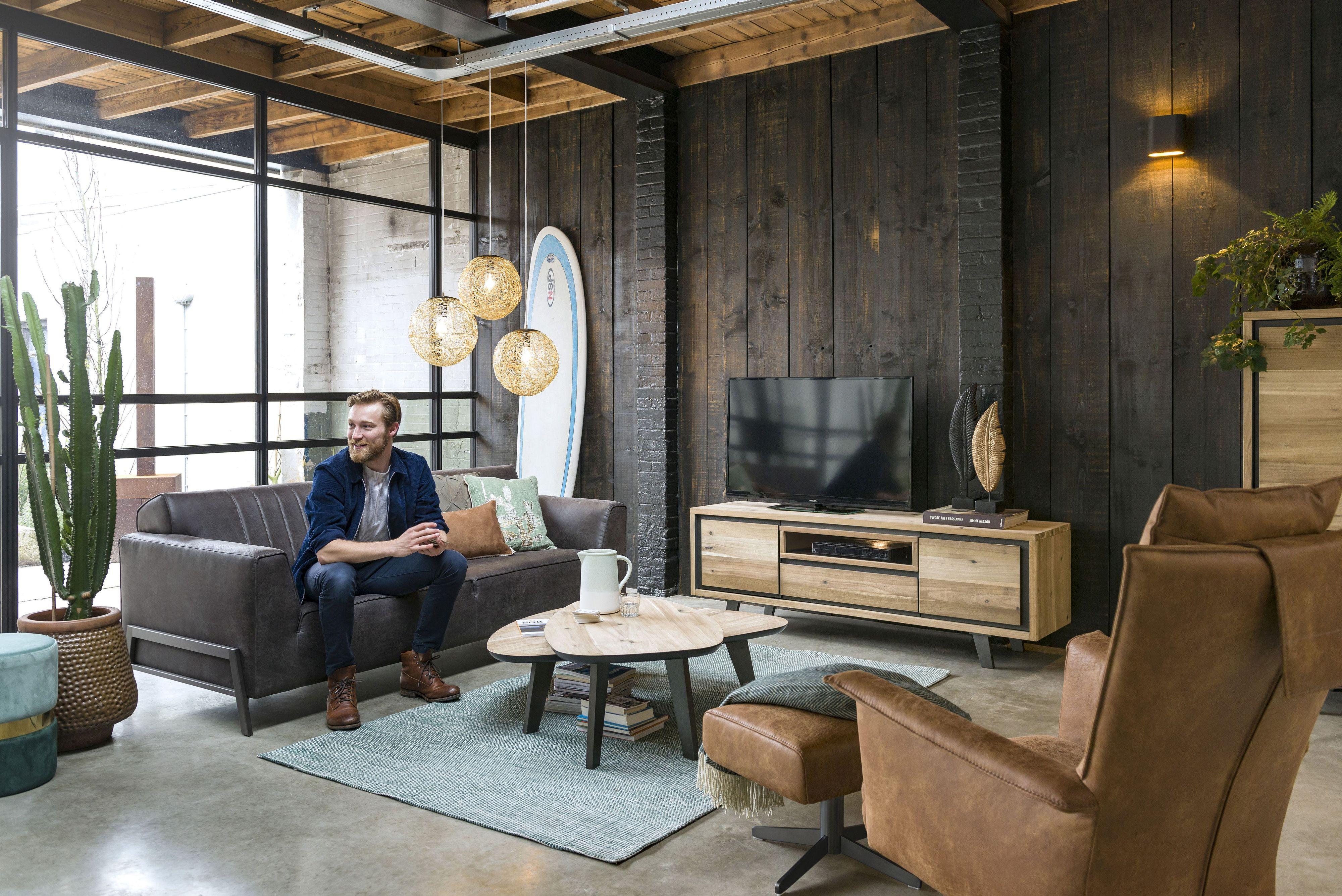 Gedeckte Grundfarben und Möbel aus Holz und Metall: Das passt zum Industriedesign und zum Vintage-Look. Foto: djd/Henders & Hazel - Kollektion Prato/Zembla