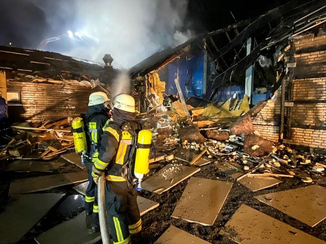 Komplett zerstört: Die Ausstellungshalle brannte nieder. Foto: Lindemann