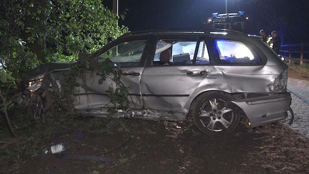 Betrunkener Autofahrer flüchtet in Emstek vor Polizei und baut Unfall