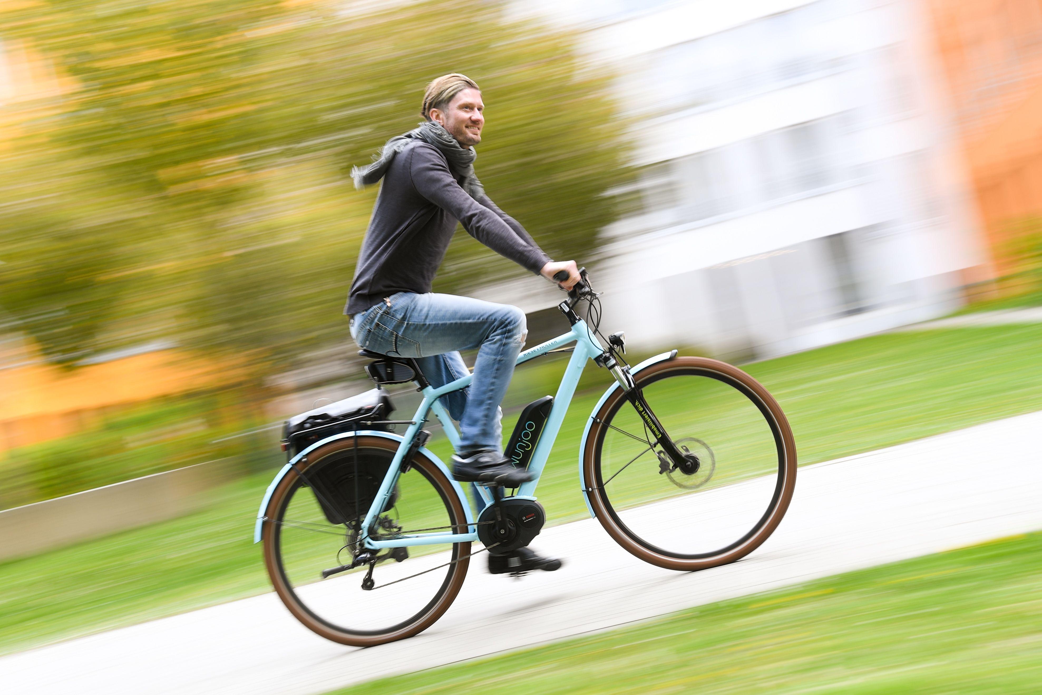 Immer beliebter: Das Oldenburger Münsterland befindet sich im E-Bike-Boom. Foto: dpa/Hase