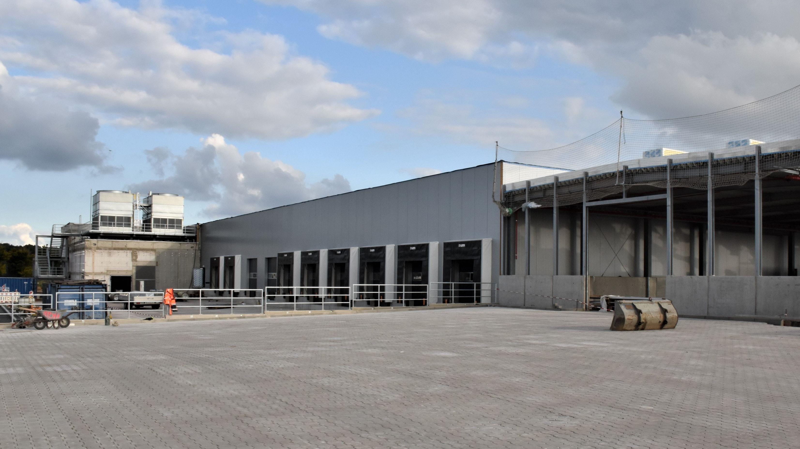 Der Hallenneubau des ELO an der Straße Mittelwand in Langförden-Spreda geht im Dezember dieses Jahres in den Betrieb. Foto: Kühn