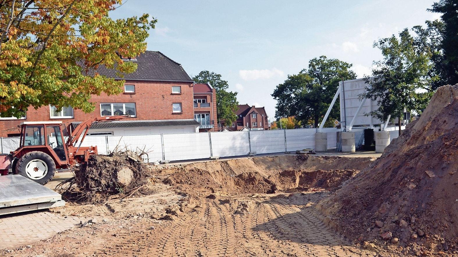 Abriss: Die frühere Gaststätte, die Alois und Ilse Dopp-Purk hier bis zum Februar 2008 betrieben haben, ist in der vergangenen Woche für das neue Kompetenzzentraum abgerissen worden. Foto: Willi Siemer