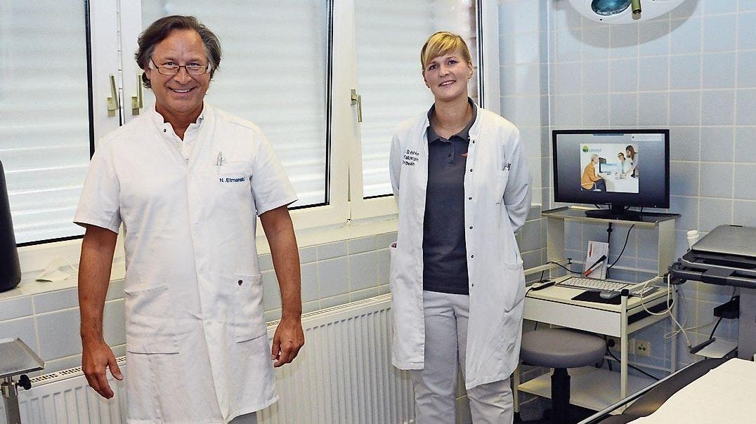 Gemeinschaftspraxis für sie die richtige Wahl: Dr. Diana Knabke, Fachärztin für Unfallchirurgie und Orthopädin, mit Nicolai Etmanski, einem ihrer drei Fachkollegen in Quakenbrück und Dinklage. Foto: Willi Siemer