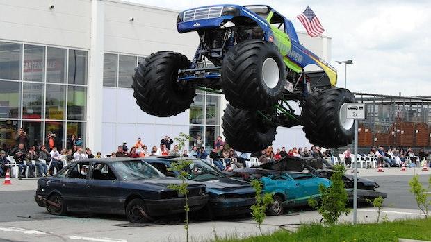 Monstertrucks kommen zum Einsatz