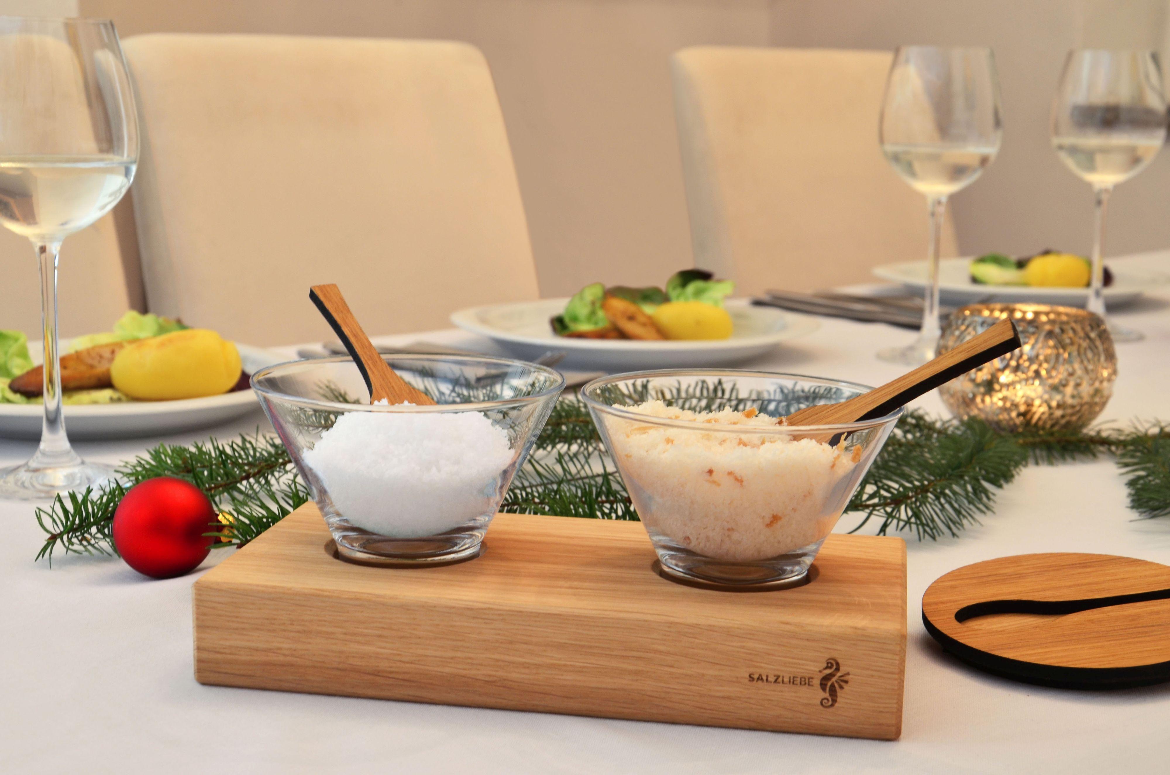 Das Zweier-Set mit naturbelassenem Meersalz ist auch auf dem festlich geschmückten Tisch ein Hingucker. Foto: djd/Salzliebe/Jana Schwarthoff