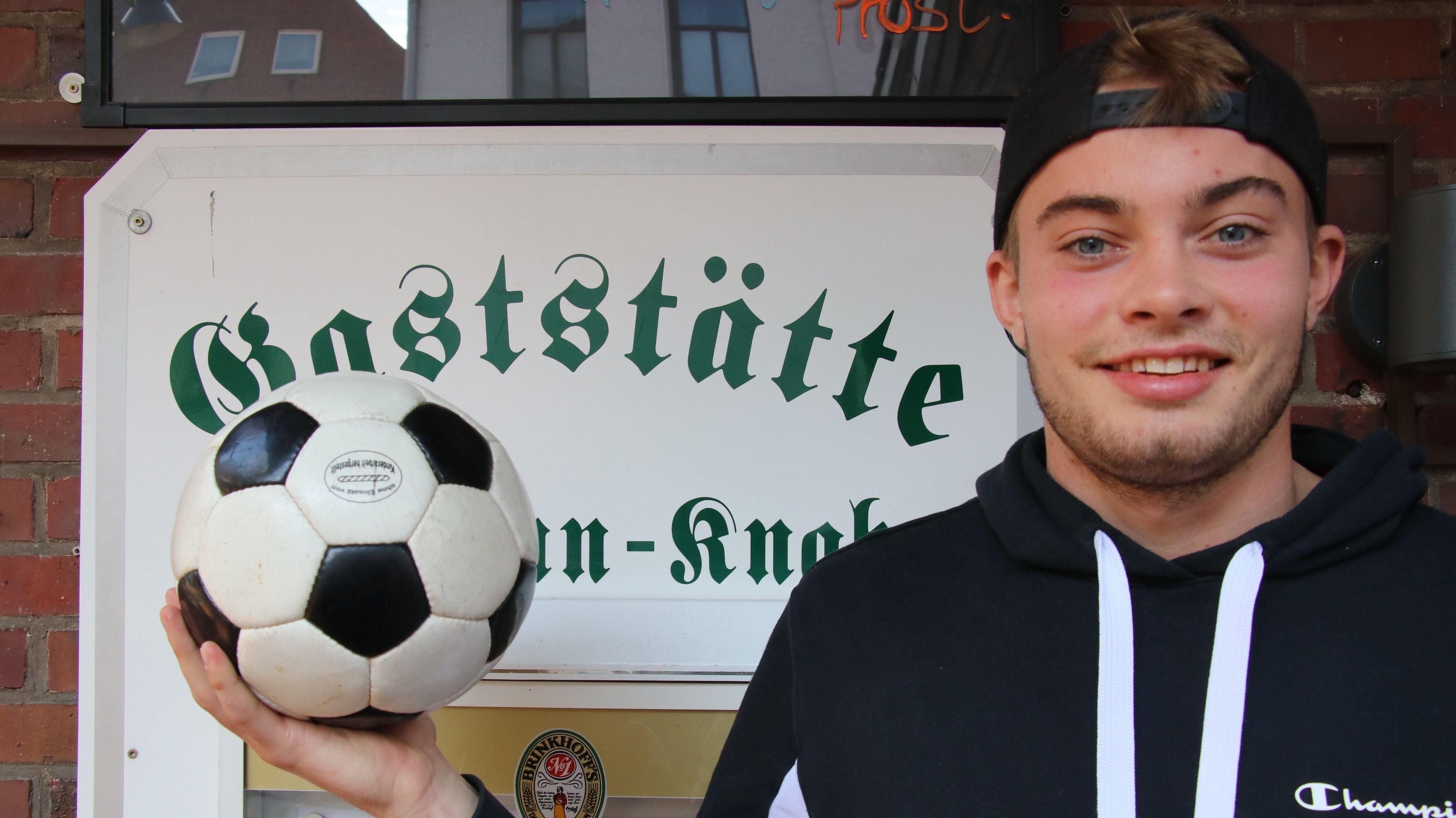 Vielfach am Ball: Benny Bloemen führt auch eine Traditionsgastwirtschaft in Damme. Foto: Lammert