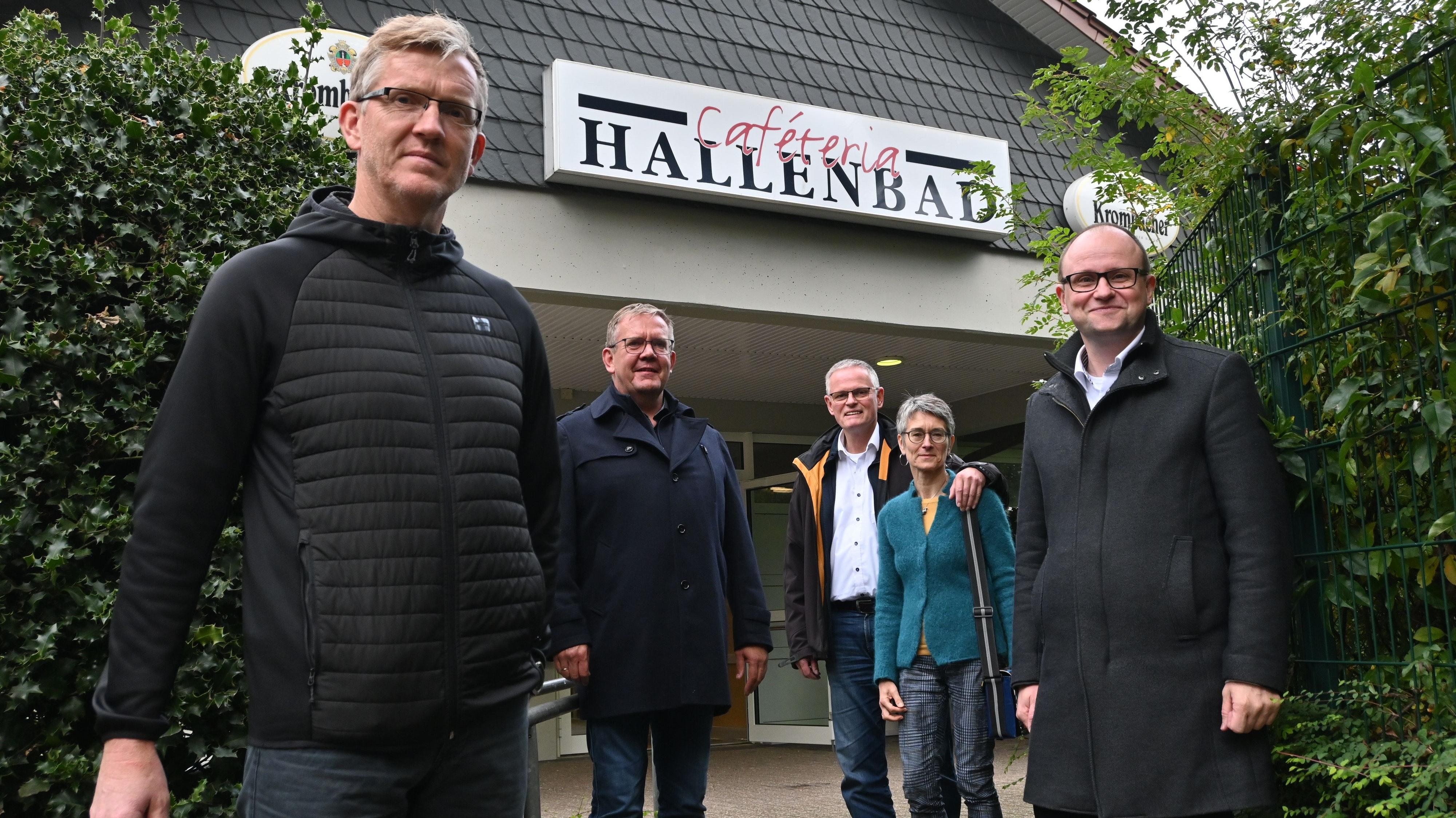 Mit dem Ergebnis zufrieden: Bürgermeister Thomas Höffmann (rechts), BV Garrels Vorsitzender Norbert Bruns (links), Franz-Josef Kettmann sowie das beratende Gastronomen-Ehepaar Petra und Olav Jäkel. Foto: Thomas Vorwerk