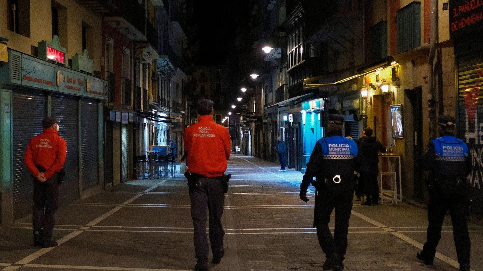 Wegen der sprunghaft steigenden Corona-Infektionszahlen in Europa gelten seit Samstag um Mitternacht Reisewarnungen für weitere Regionen in 15 EU-Ländern. Foto: dpa/Barrientos