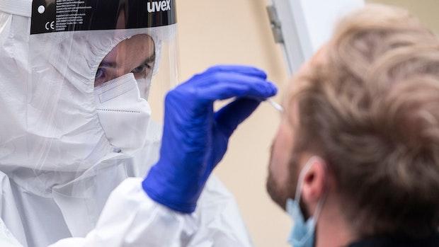 RKI meldet am Samstag 14.700 Neuinfektionen