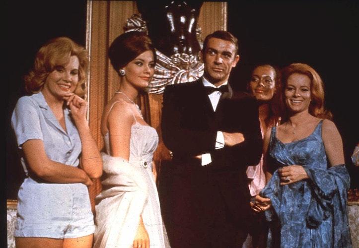 Sean Connery als James Bond bei einer Veranstaltung für den Film Thunderball. Foto: dpa
