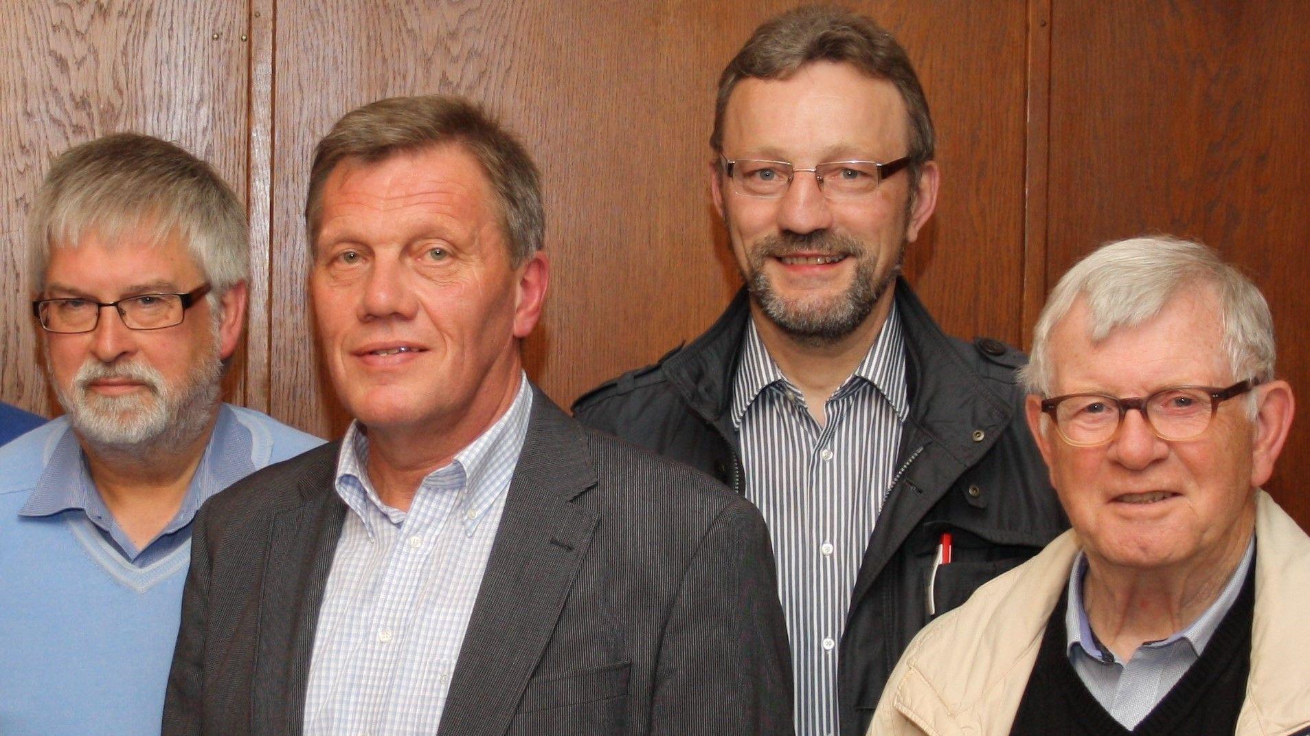 Vorstand ohne Beirat: Dr. Josef Willer (von links), Reinhard Lanfer, Bernd Hackstedt und Prof. Dr. Hermann Gelhaus..  Foto: Martin Pille