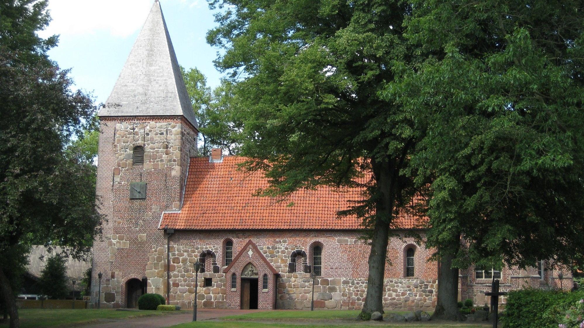 Geschichtsträchtig: die St.-Vitus-Kirche in Altenoythe. Foto: ETT/Martin Dewenter