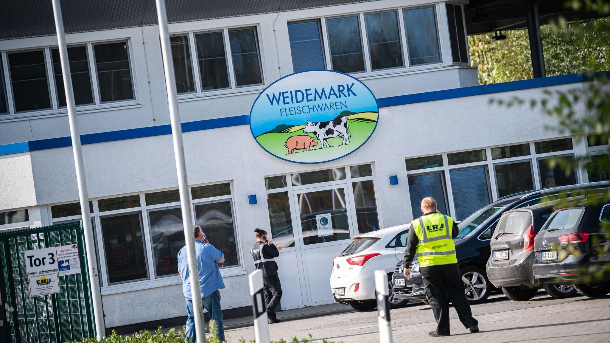 Die Tönnies-Tochterfirma Weidemark will gerichtlich gegen die vorübergehende Schließung vorgehen. Foto: dpa