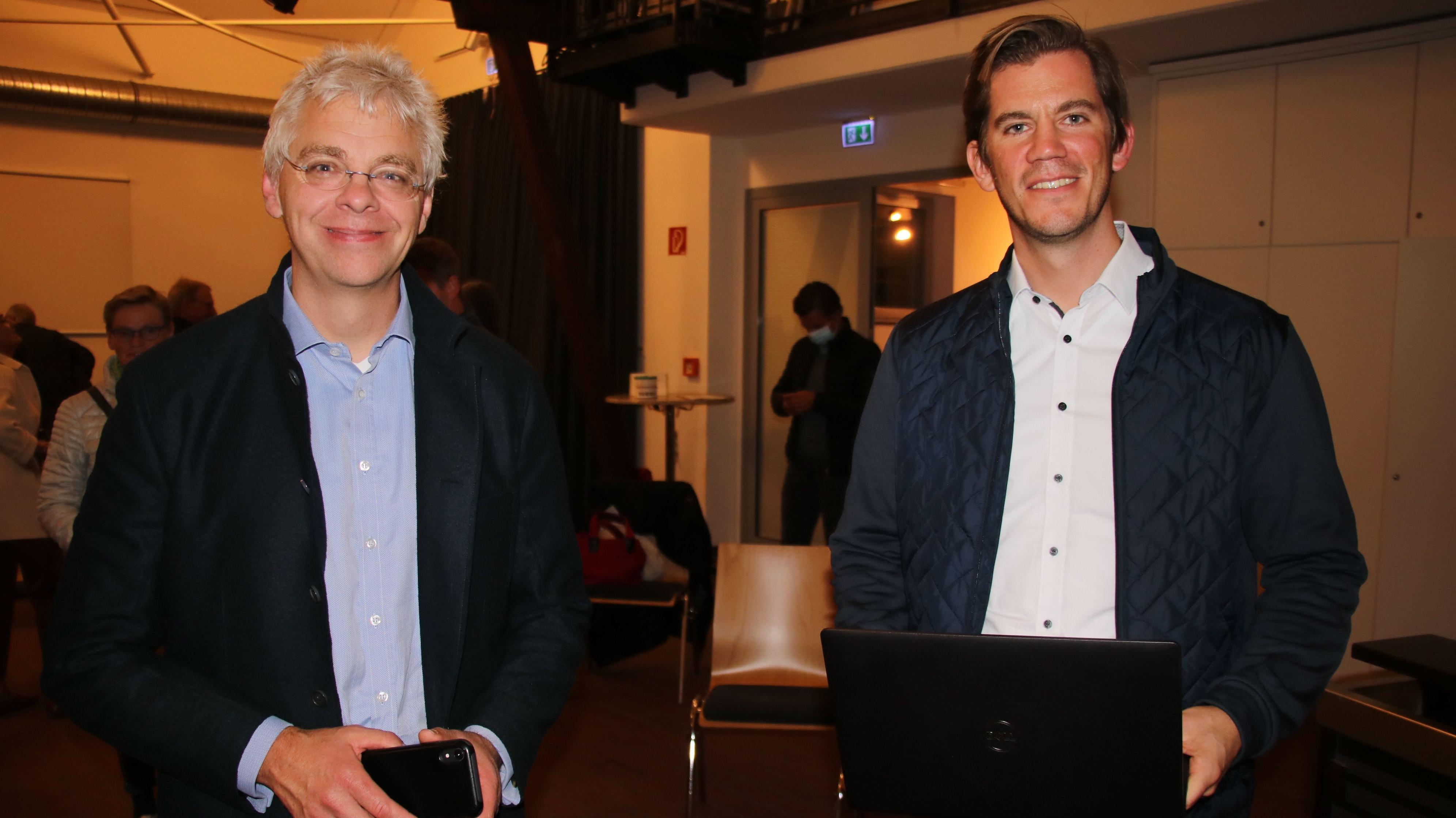 Dr. Christoph Peylo (links) hielt mit Christoph Grimme auf Einladung des Heimatvereins einen Vortrag über Künstliche Intelligenz. Foto: Lammert