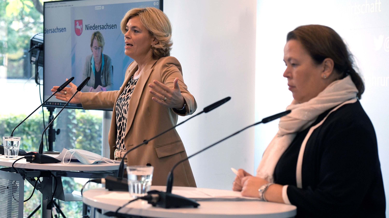Suche nach neuen Wegen: (von links) Zugeschaltet per Bildschirm war Barbara Otte-Kinast (CDU) bei der Pressekonferenz mit Julia Klöckner (CDU) und Ursula Heinen-Esser (CDU). Foto: dpa/Pfeil