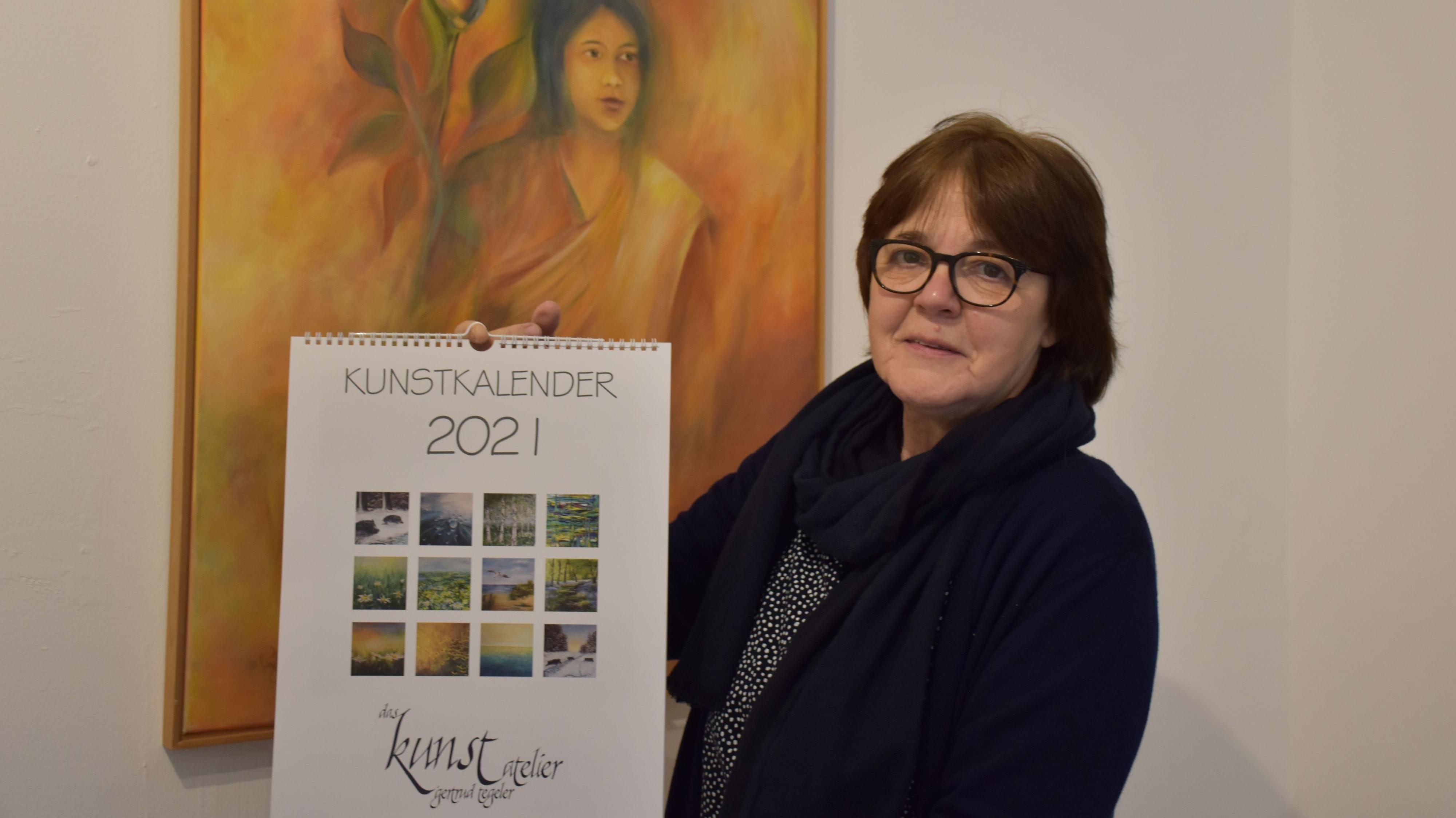 Helfender Jahrweiser: Mit den Erlösen für den selbst kreierten Kalender erhofft sich die 63-jährige Bakumerin Fördermittel für die Indienhilfe. Foto: Meyer