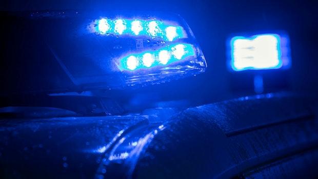 Autofahrer schleudert in Graben und wird verletzt