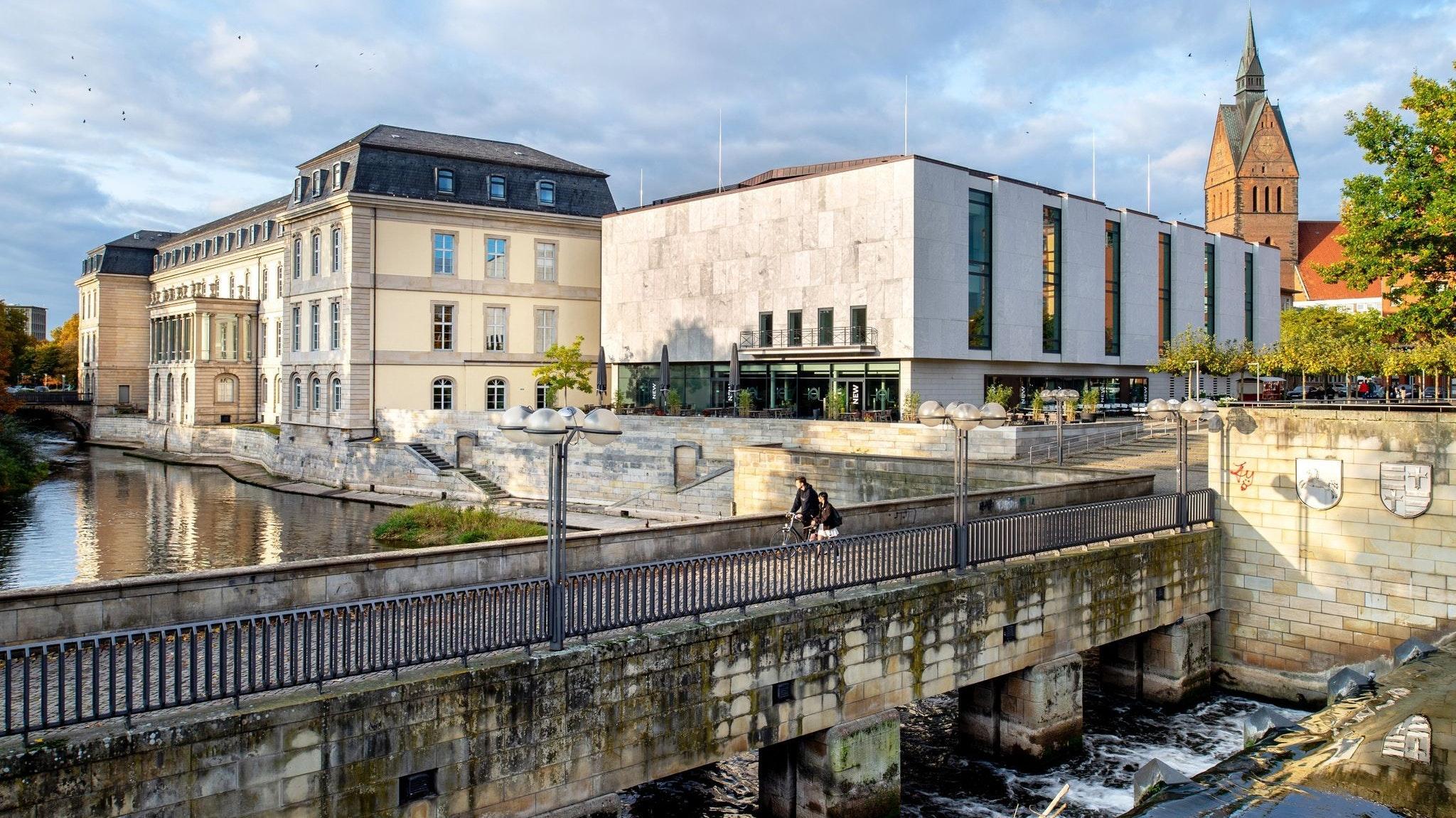 Das Leineschloss, Sitz des niedersächsischen Landtags. Hier werden wichtige Entscheidungen getroffen. Foto: dpa/Dittrich
