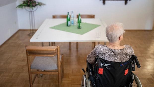 Pflege: Nur noch ein Besucher pro Woche zugelassen
