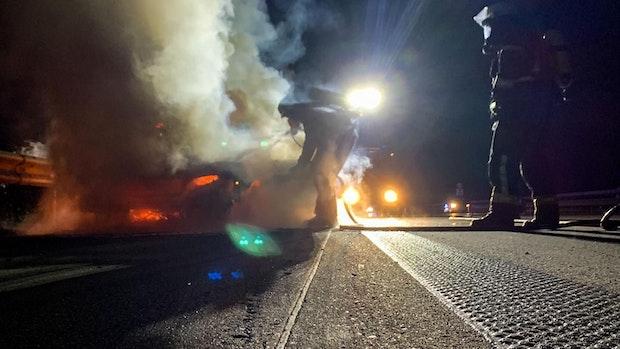 A1 bei Cappeln: Volvo brennt vollständig aus