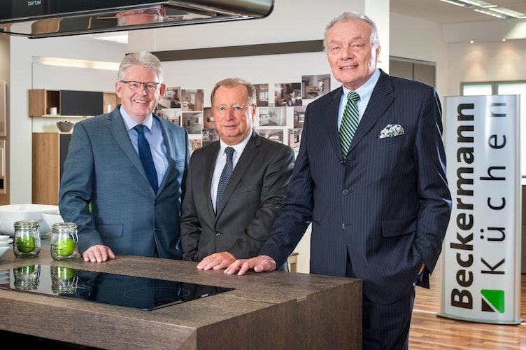 Unternehmer-Preis 2015: Jürgen Horstmann, Bernard Lampe und Richard Netzel (von links) vom Küchenhersteller Beckermann.Foto: Gerald Lampe  foto:hölzen