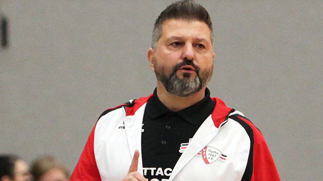 "Beklagt ""Missstände"": VfL-Trainer Ali Hobst. Foto: Schikora"