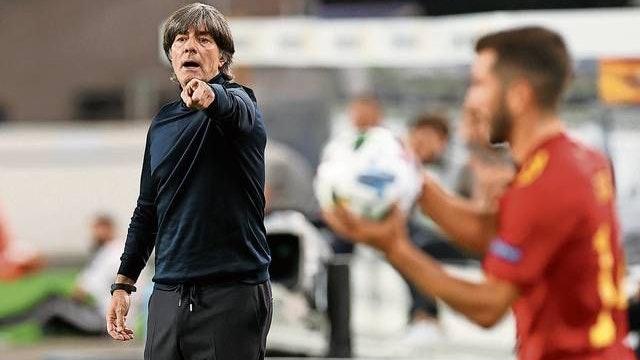 Anweisungen blieben ungehört: Joachim Löw kassierte beim 0:6 in Spanien die höchste Niederlage in seinen bisherigen 189 Spielen als Bundestrainer. Foto: dpa/Charisius
