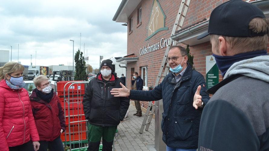 Im Dialog: Goldschmaus-Geschäftsführer Josef Hempen (Zweiter von rechts) sprach mit den Landwirten.