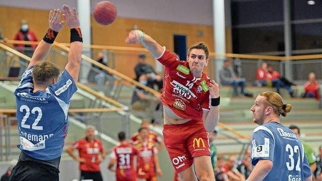 Zurück in die Heimat: Jeppe Villumsen (rotes Trikot) kehrt nach vier Monaten beim TVC nach Dänemark zurück. Foto: Langosch