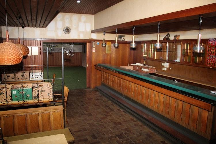 Blick in die Gaststube: Die Theke soll als Empfang dienen. Im hinteren Clubzimmer erfolgt die Warenausgabe. Foto: Speckmann