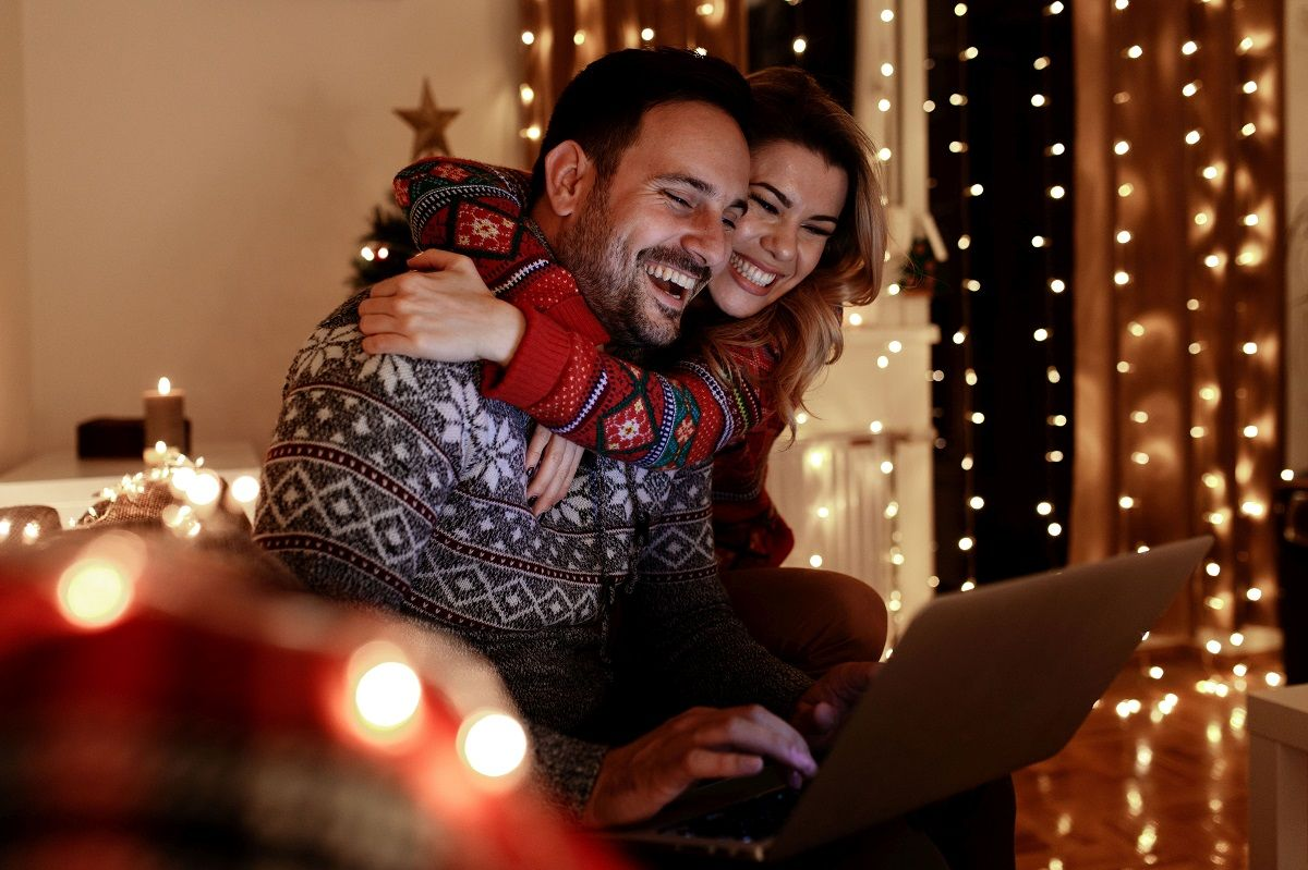 In den privaten Haushalten werden in der diesjährigen Advents- und Weihnachtszeit rund 18,8 Milliarden Lämpchen erleuchten - 1,8 Milliarden Lichtlein mehr als im Vorjahr. Foto: djd/LichtBlick/Getty Images/markos86 <br>