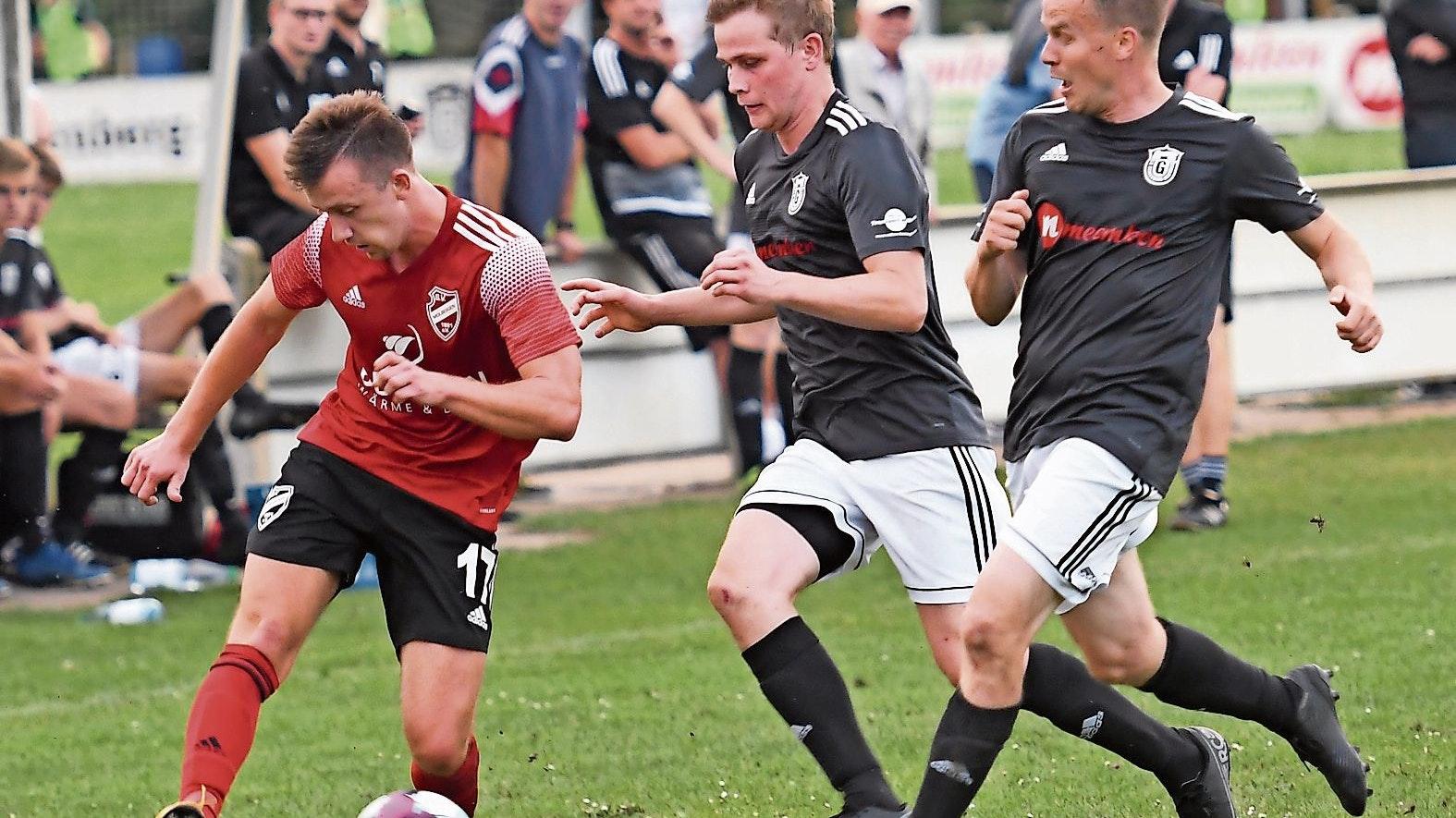 Nur drei Pflichtspiele 2020: Gehlenbergs Fußballer (rechts im Testspiel gegen den SV Molbergen) hoffen auf eine baldige Rückkehr zum Wettkampfmodus. Foto: Wulfers