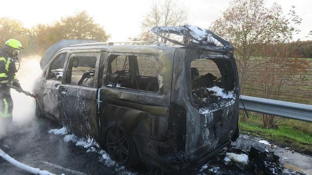Auto brennt auf der A1
