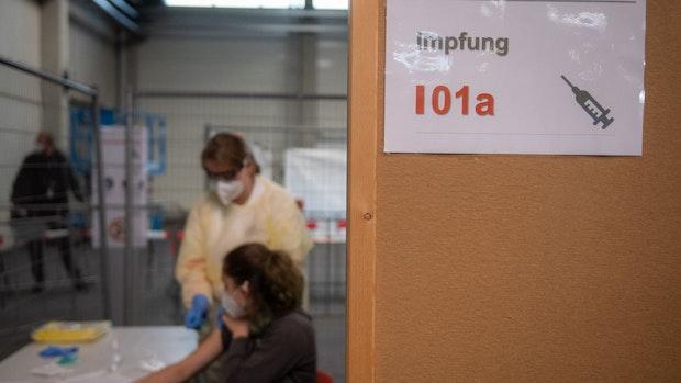 Spahn und Scholz erwarten noch 2020 erste Corona-Impfungen
