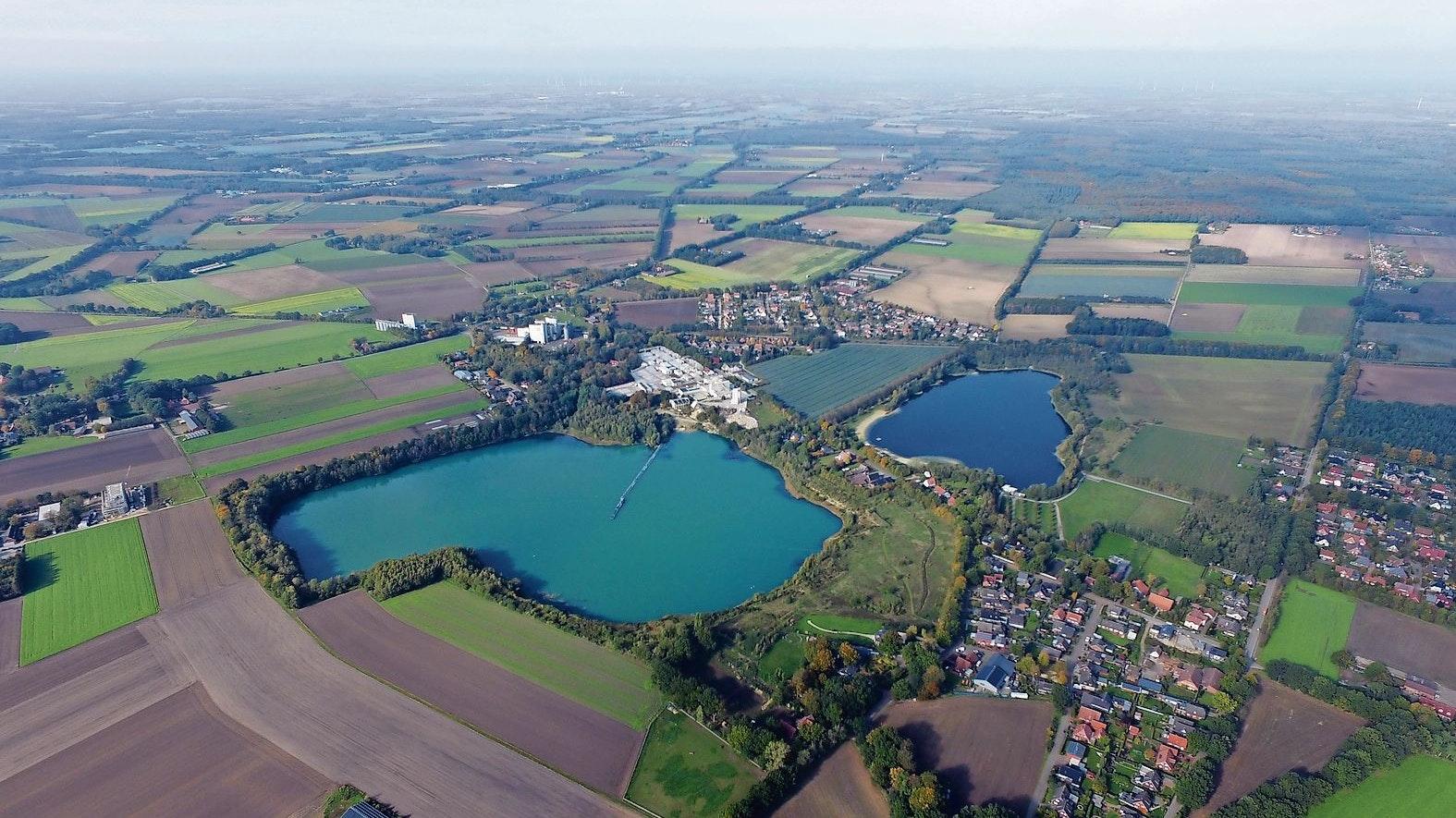 Auf 21 Hektar bringt es der See am Kalksandsteinwerk in Höltinghausen, der noch etwas größer ist als der beliebte Badesee in der Nachbarschaft. Foto: Gemeinde Emstek