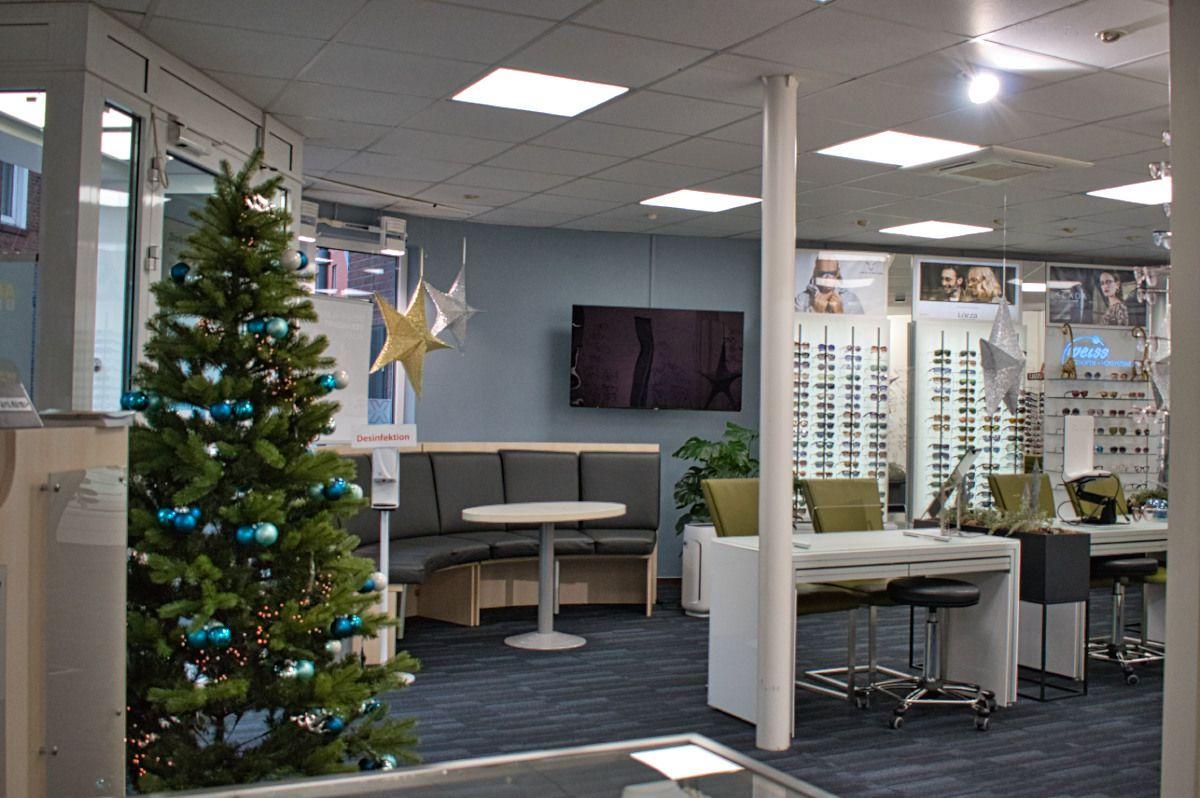 Das Geschäft präsentiert sich weihnachtlich geschmückt. Foto: Wegmann