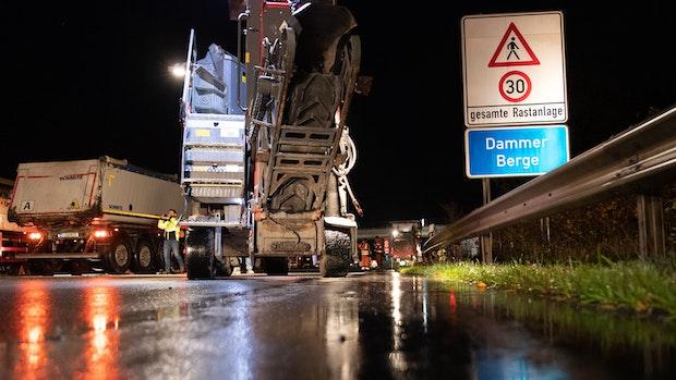 Viele Baustellen auf Autobahnen: Arbeiter nachts im Einsatz