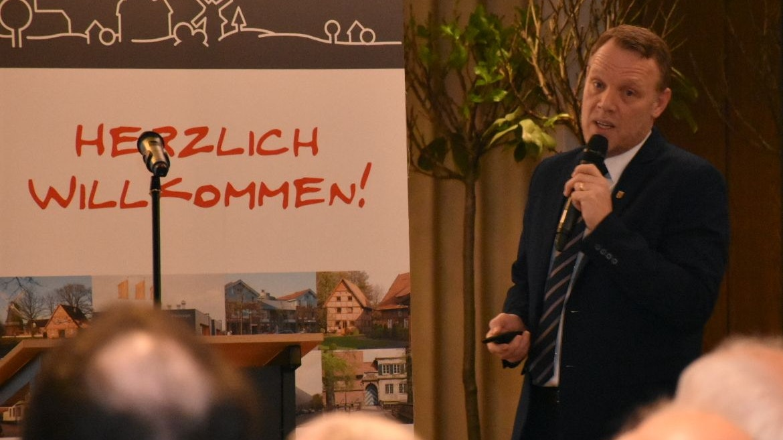 Im Dialog mit den Bürgern: Frank Bittner suchte und sucht das Gespräch mit den Dinklagern. Archivfoto: Siemer