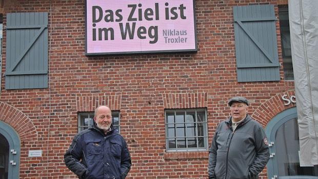 Goethe und Heinz Erhard sind auf LED-Wand vereint