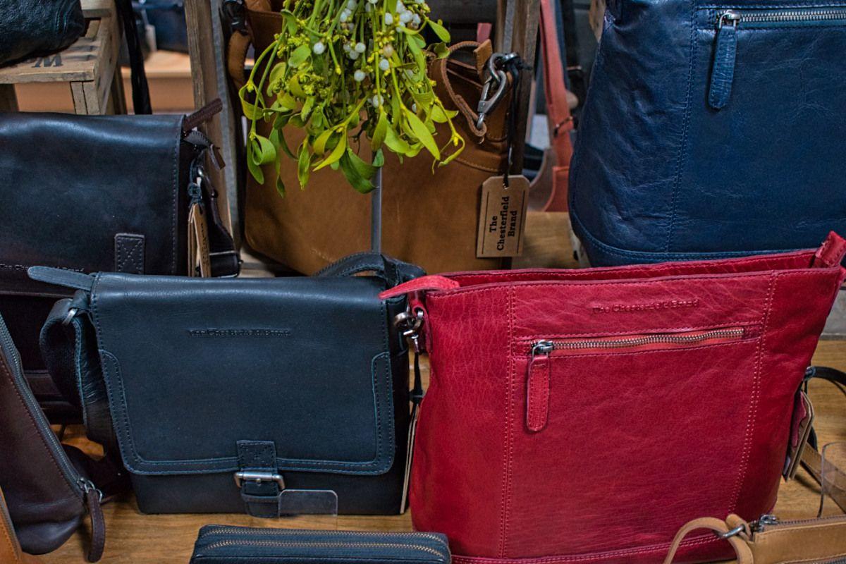 Schöne Taschen: Bei Leder Ahrling gibt es das passende Weihnachtsgeschenk. Foto: Wegmann