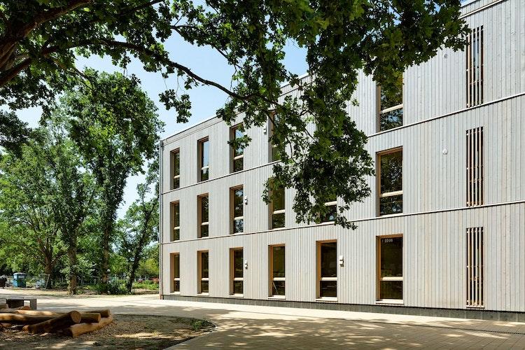 Das ausgezeichnete Gebäude: Die neue Oberschule Braunschweig ist dreigeschossig und bietet Platz für zwölf Klassenräume a 30 Schülern. Foto:Thomas Ott, www.o2t.de