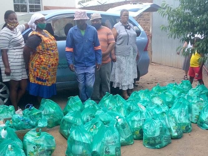 Essens-Spenden für die bedürftigen Senioren wurden in Pretoria im AugustSeptember eingeführt. Foto: Siewe