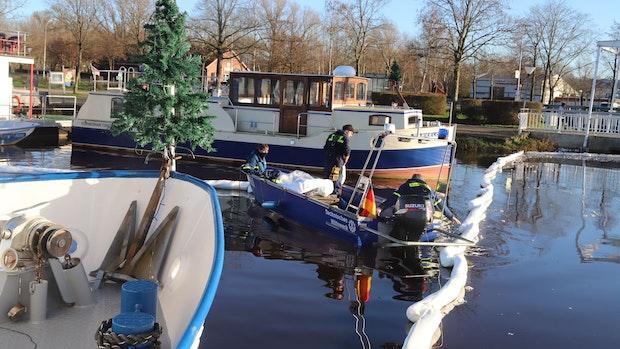 Barßeler Hafenbecken: Ölteppich auf dem Wasser - an Heiligabend