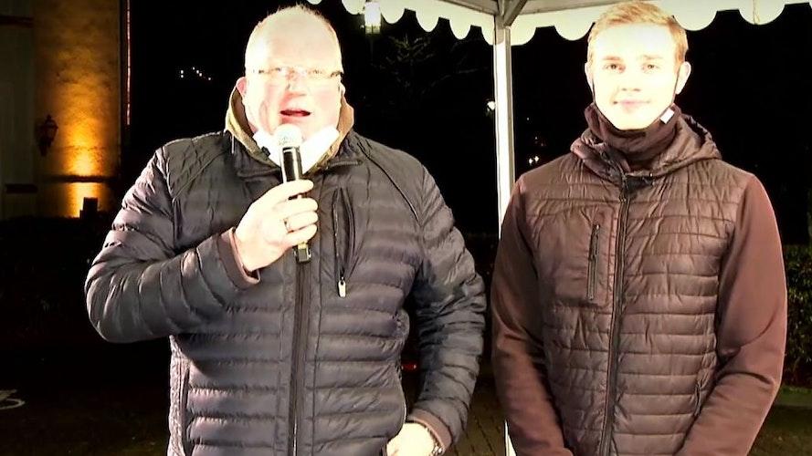 """Die Geldeintreiber im Außendienst: Christian Posse"""" Zerhusen (links) und sein Sohn Franz managten den Drive-in."""