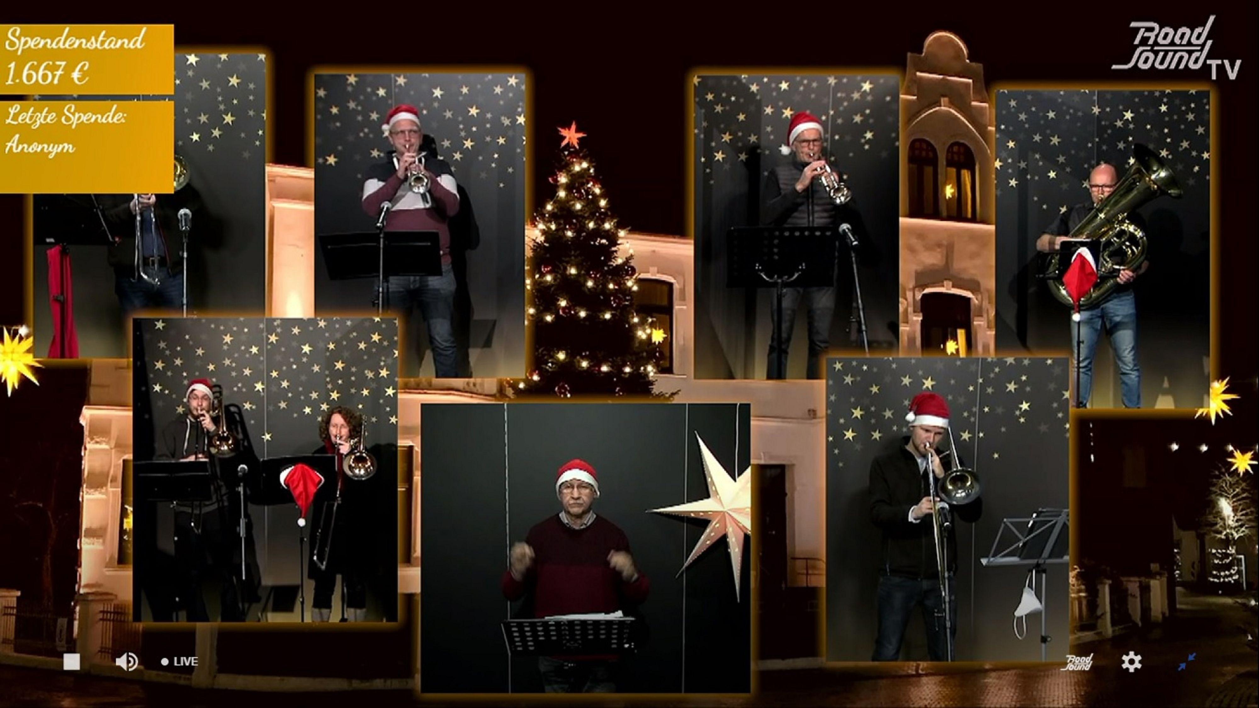 """Der musikalische Auftakt: Die Bläser machten beim 32. Lohner Weihnachtssingen für """"Sportler gegen Hunger"""" den Anfang. Es folgten viele weitere Aufnahmen, die aufwendig zusammengeschnitten wurden. Screenshots: weihnachtssingen-lohne.de"""