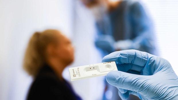 12.802 Corona-Neuinfektionen und 891 neue Todesfälle gemeldet