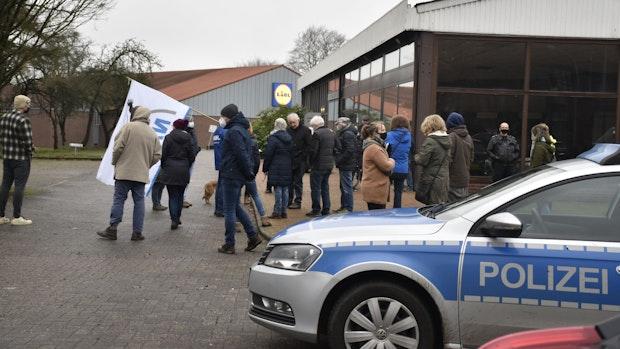 Protest gegen Baumfällarbeiten in Lohne