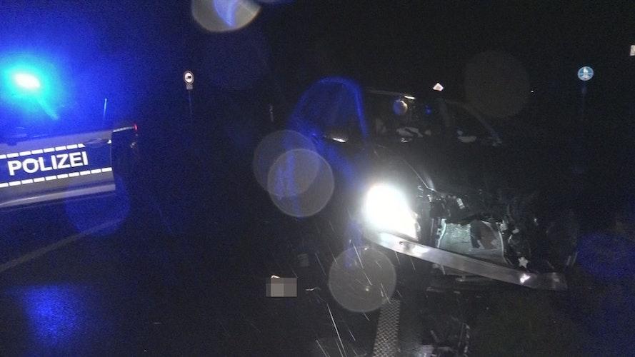 Die Mercedes A-Klasse der Familie wurde schwer beschädigt.Foto: Nonstopnews