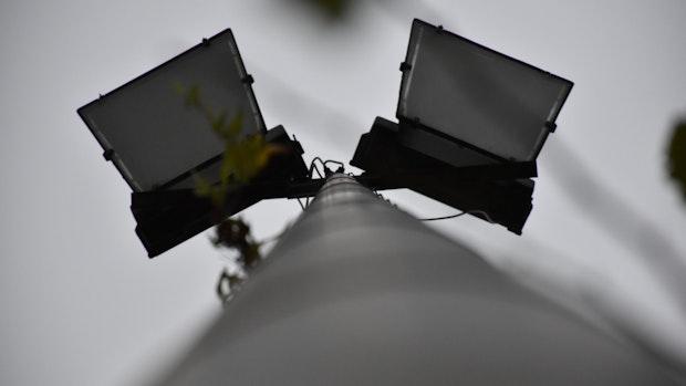 Falke Steinfeld rüstet Flutlicht auf LED-Technik um