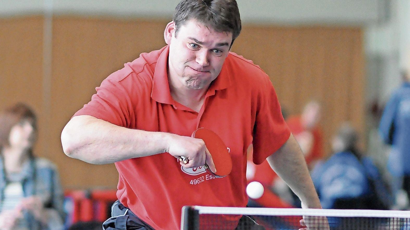 Mehrfacher Kreismeister: Manfred Garwels beherrschte jahrelang die Tischtennisszene des Kreises Cloppenburg. 1985 gewann er als 18-Jähriger seinen ersten Titel. Foto: Matthias Garwels